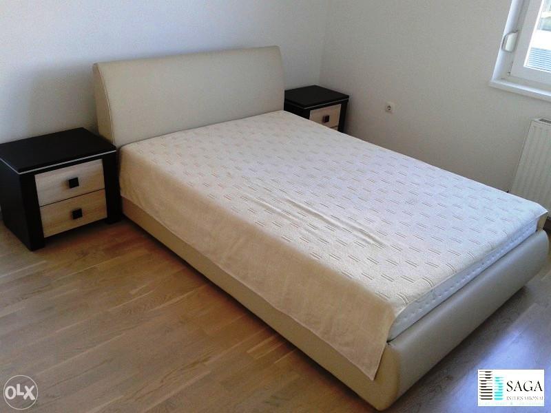 Bračni krevet u stanu