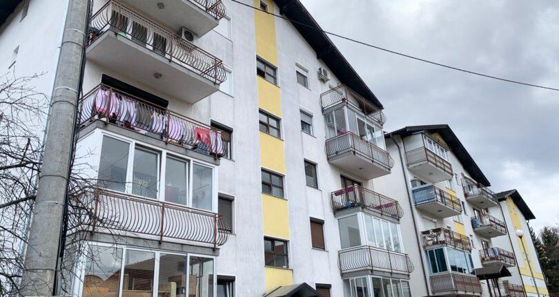 Prodaje se četvorosoban stan površine 107m²