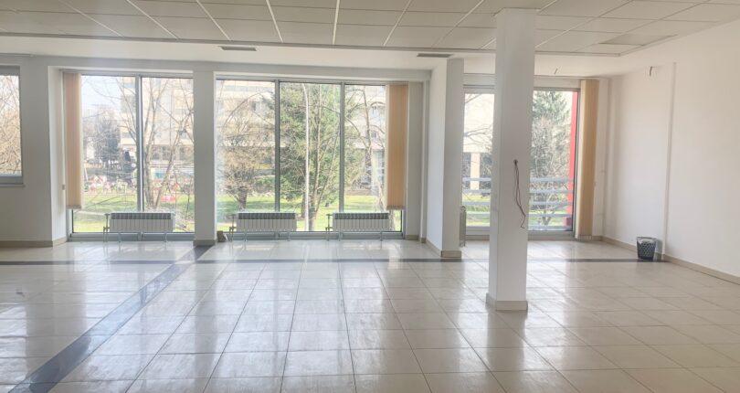 Izdaje se MODERAN poslovni prostor 300m² – Centar
