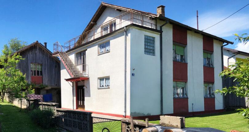 Kuća sa imanjem, Srbac