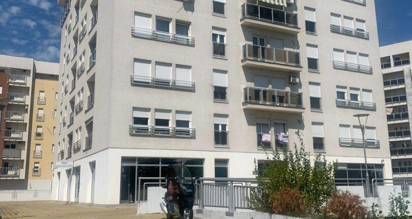 Izdaje se četvorosoban stan u Novom Boriku